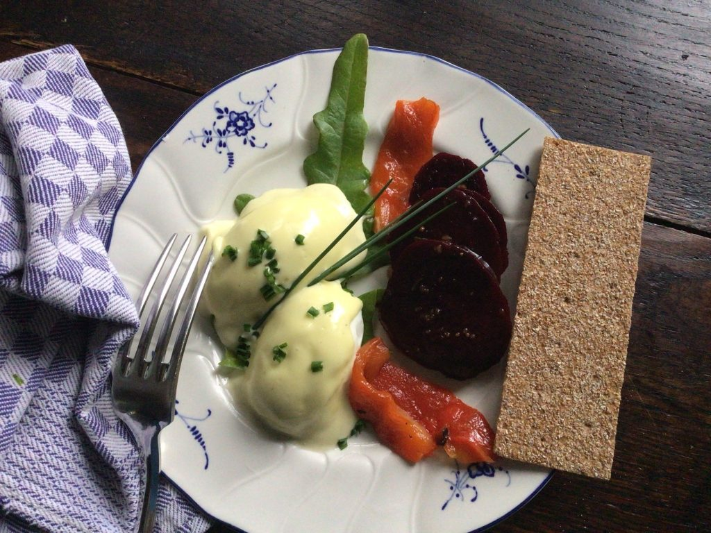 Oeufs Mayo with beets